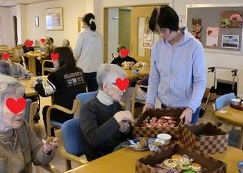 お菓子選び2.jpg